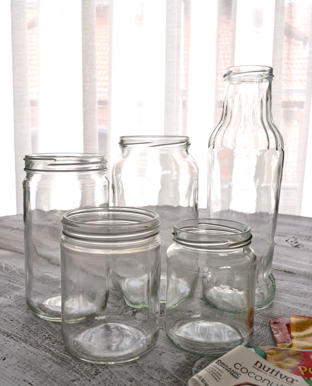 Remove sticky labels from jars and bottles using 2 non-toxic ingredients - learn my secret formula for removing all those super annoying labels that simply won't go off, using 2 non toxic everyday ingredients that you already have in your kitchen!