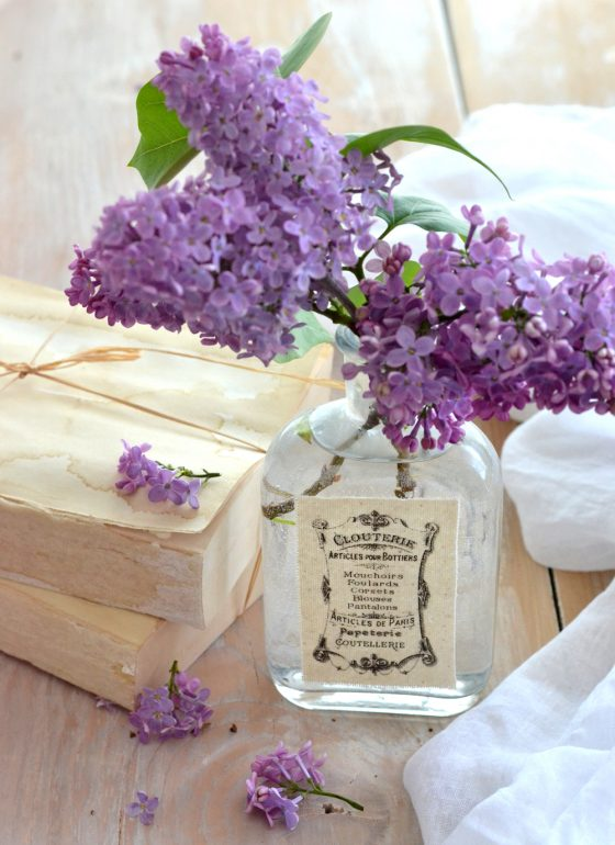 Chic decorating with lilac and unique DIY French vases